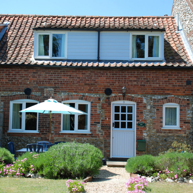 Barley Cottage, Burnham Market, Norfolk - Situated in the picturesque village conservation area of Burnham Market, close to the beautiful North Norfolk Heritage Coast with its miles of soft sandy beaches. | Brancaster Staithe & Burnham Deepdale, North Norfolk Coast