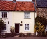 Bracken Cottage - In the middle of a small terrace of old fishermens cottages in Brancaster Staithe.  The cottage has been recently beautifully refurbished giving every comfort and convenience but without detracting from its original charm.
