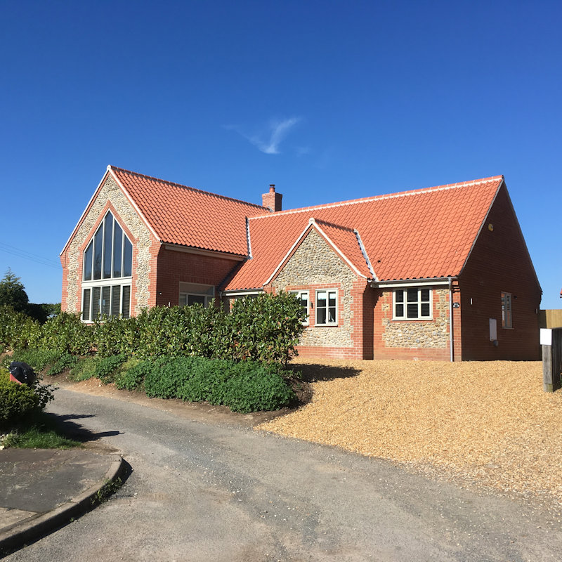 Rosa Cottage - Rosa Cottage had a fabulous new extension built in 2018. Located on the edge of the village but just a short walk to the beach. The new Rosa has 4 bedrooms, 3 bathrooms and sleeps up to 8 guests. 
