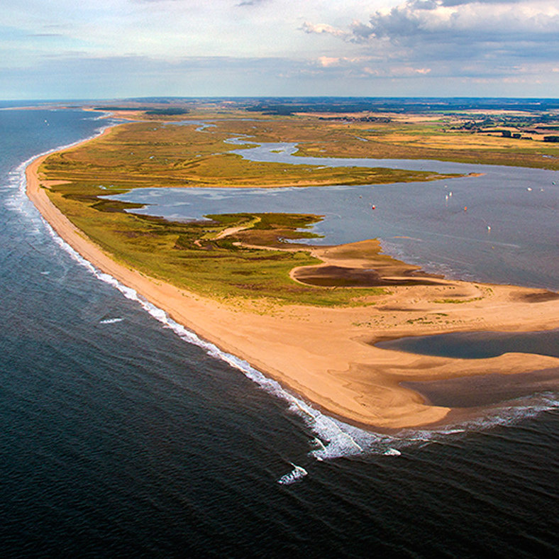 Scolt Head Island National Nature Reserve - Scolt Head Island NNR is the prime example of an offshore barrier island in the UK. It is situated on a very dynamic coastline and is steadily growing westward.